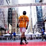 路上から世界へ。世界の中心でボールを蹴る奴らはホームレス!