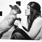 俺と彼女と、子羊のスモーキーと。