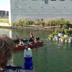 汚染運河に浮かぶ。希望の「スモールアイランド」