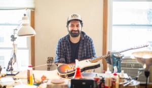 「直せないギターはない」。ギターで食えるようになった、とあるギタリストの三十路の決断。
