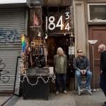 マンハッタンで最も小さな「軒下のジュエリーショップ The Silversmith」を守る、86歳の女性のお話