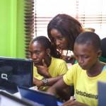 「得意なのは子どもを産むだけ」。スラム少女たちはITで人生を変えられるか?IT教育革命「GirlsCoding」