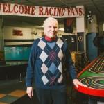 5歳から95歳まで夢中になる「世界最小のモータースポーツ」!50年間、おじいさんが一人で守ったレース場から学ぶ大切なこと