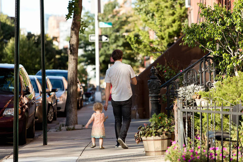 0_4200_0_2800_one_father-daughter-sidewalk-jbk0190