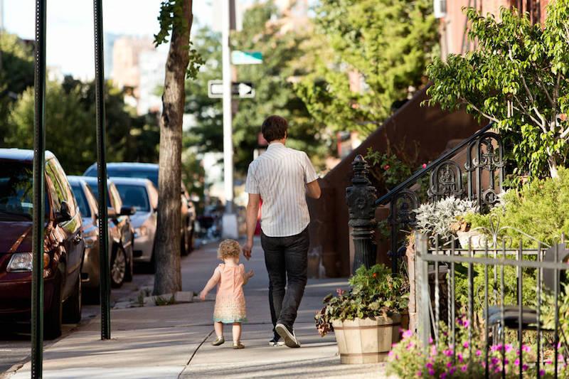 0_4200_0_2800_one_father-daughter-sidewalk-jbk0190