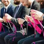 南米・編む男たち。大きな図体でチクチク「編み物×男子」がもたらす現代社会へのインパクト