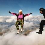 現役スカイダイバー、空飛ぶおばあちゃん(84)は、青春よりセックスより「いまが人生一番たのしい!」