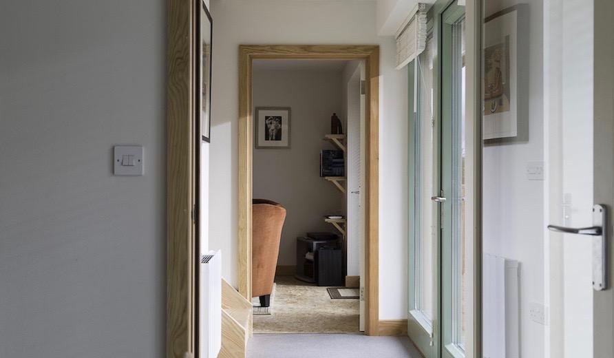 9-Downstairs-Hallwayのコピー2