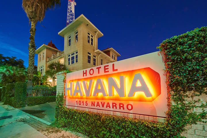 HOTEL+HAVANA+-+Exterior_Sign+-+Nick+Simonite+