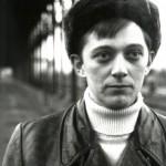 """#002「デヴィッド・ボウイがベルリンに移住。まもなくして、ぼくもベルリン行きを決めた」—【連載】「ベルリンの壁をすり抜けた""""音楽密輸人""""」 鋼鉄の東にブツ(パンク)を運んだ男、マーク・リーダーの回想録"""