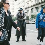 インスタントカメラで撮った45年。NYC路上の名物カメラマン、ルイス・メンデス「スナップフォトの哲学」