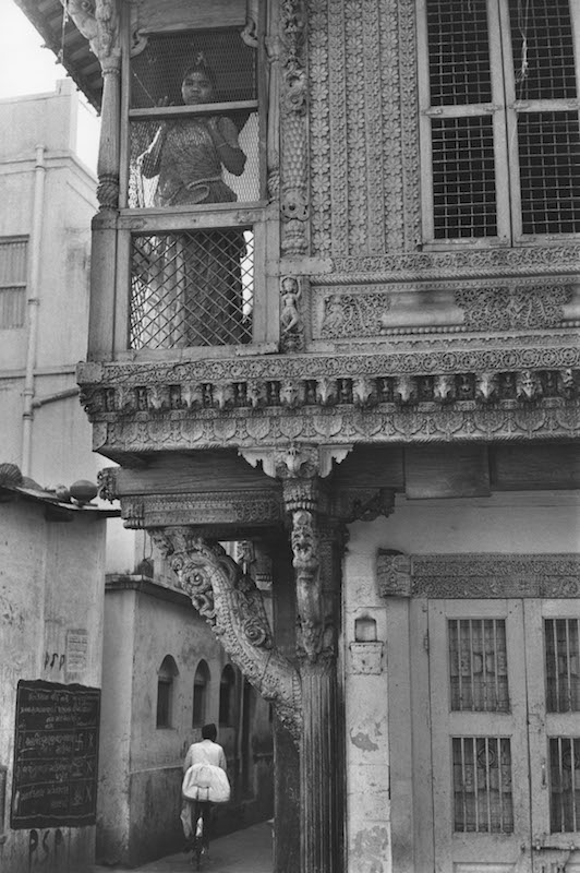 INDIA. Gujarat. Ahmedabad. 1966. In the old town.