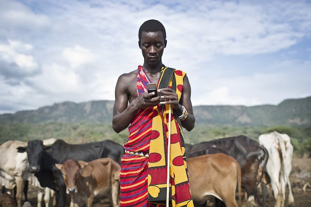 kenyan_farmer_phone