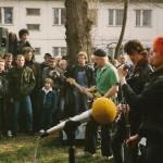 """#004「性に音楽、西ベルリン狂乱時代。その頃、東でも世紀の""""違法パンクライブ""""がはじまろうとしていた」【連載】「ベルリンの壁をすり抜けた""""音楽密輸人""""」鋼鉄の東にブツ(パンク)を運んだ男、マーク・リーダーの回想録"""