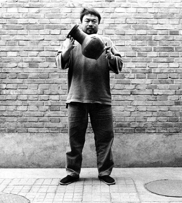 Dropping-a-Han-Dynasty-Urn-(1)