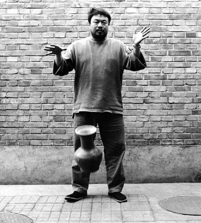 Dropping-a-Han-Dynasty-Urn-(2)