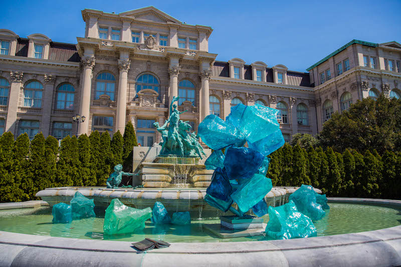 NYBG_CHIHULY_12-Blue_Polyvitro_Crystals_2017