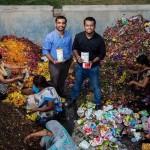 """「農薬まみれのガンジス川を清めよ」大量に流し捨てられる""""献花""""を石鹸に。宗教国家・インドのアップサイクル術"""