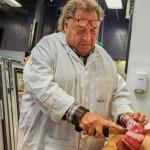 「俺は肉屋だ」洒落たことは知らねえがいい肉のことだけは知っている。四代目、肉屋むき出しのプライド