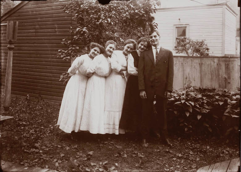 untitled_wendell_hotter_and_his_girlfriends_detroit_wendell_hotter_around_1910