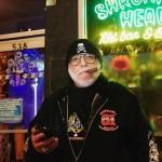 """「霊柩車はヴァン代わり」年間300組をブッキングする男。NYC半世紀の""""俺流""""バンドプロモーター業"""